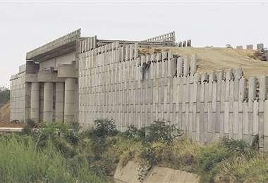 El viaducto quedó a medias/Foto: Fuad Landívar
