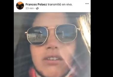 La mujer y su transmisión en vivo I captura.