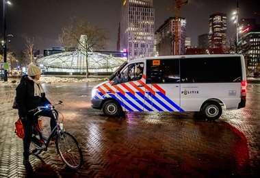 La Policía pide respetar las medidas dictadas en Holanda. Foto AFP