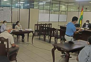 Rubén Costas se presentó a la audiencia que, nuevamente, fue suspendida.