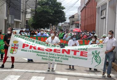 Los trabajadores marcharon en Santa Cruz este martes. Foto. Juan Carlos Torrejón
