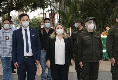 Ministro de Gobierno hace campaña por Adriana Salvatierra