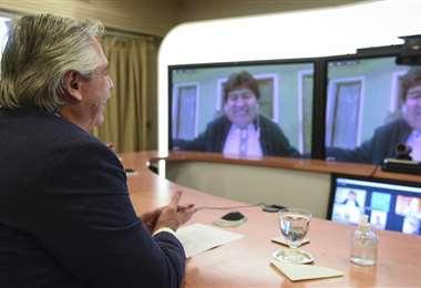 Fernández mantuvo una videoconferencia, desde la residencia de Olivos, con Evo