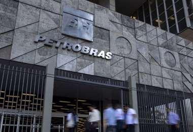 Bolsonaro designa a un general de la reserva para presidir Petrobras