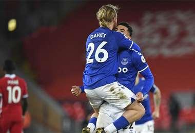 Los jugadores del Everton celebrando la victoria. Foto: AFP