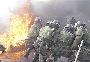 Militares en acción durante disturbios