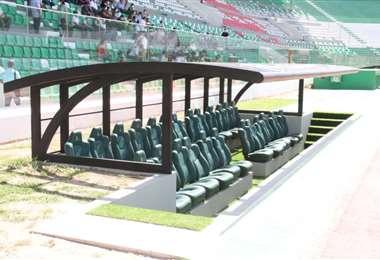 Las casamatas nuevas que tiene ahora el estadio Tahuichi. Foto: Juan Carlos Torrejón