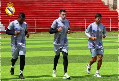 Collazos (izq) y López (c) en un entrenamiento de Real Potosí. Foto: Prensa Real Potosí