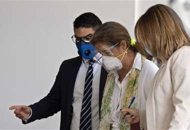 Brilhante es escoltada por funcionarios venezolanos. Foto AFP