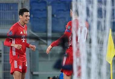 El festejo de Jamal Musiala, jugador de 17 años del Bayern. Foto: AFP