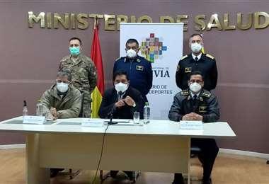 Las autoridades de salud y defensa acordaron el apoyo en la campaña de vacunción.