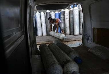 Botellones de oxígeno. Foto AFP
