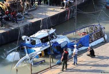 """Un náufrago sobrevive 14 horas a la deriva en el océano agarrado a """"un trozo de basura"""""""