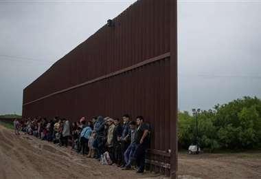En Ciudad Juárez, un grupo de 25 migrantes fue autorizado a cruzar