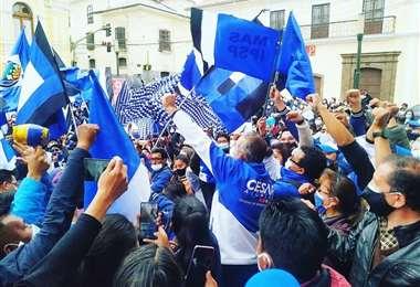 El candidato del MAS en La Paz protagoniza caminatas en la recta final de su campaña.