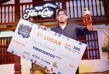 Alberto Belmonte, de la comparsa Cachivachis fue el ganador del torneo de coctelería
