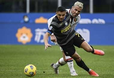 Cae Alexis Sánchez, jugador del Inter, ante la falta de un rival. Foto: AFP