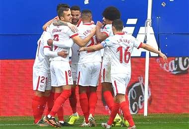 La celebración de los jugadores del Sevilla. Foto: AFP
