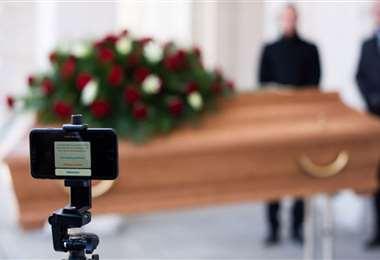 El covid limita la participación en los funerales
