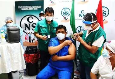 Las labores de vacunación iniciaron en el hospital Obrero