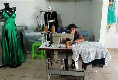 La soledad es lo que se vive en los talleres de costura de trajes carnavaleros