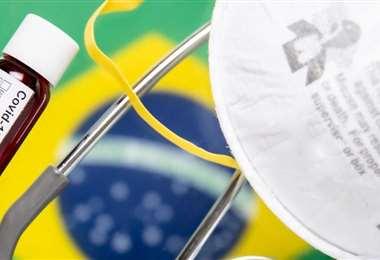 Brasil acumula más de 227.000 muertos por covid-19