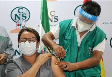 Vacunación anticovid en la CNS de Santa Cruz/Foto: Gobernación