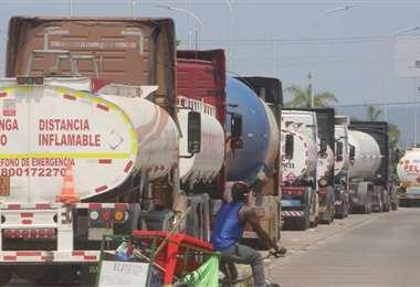 El bajo déficit fue empujado por la caída de la importación de combustible/Foto: EL DEBER