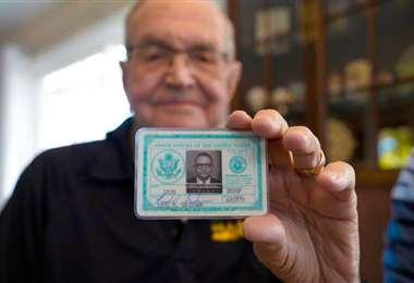 Un marino recibe su billetera perdida en la Antártida