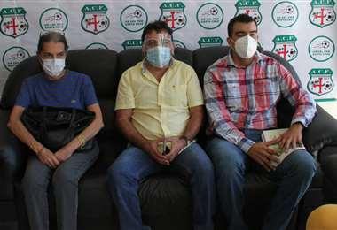 Montaño (centro) era el único candidato a la presidencia de la ACF. Foto: Juan C. Torrejón