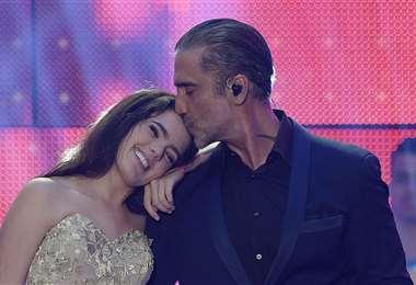 Camila Fernández con su padre, el cantante Alejandro Fernández