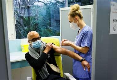 Continúan vacunado contra el covid en Europa. Foto AFP