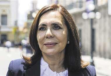 La ex canciller Karen Longaric deslindó responsabilidad