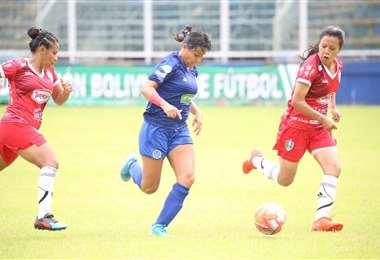 Universidad y Andalucía jugaron este martes en Villa Tunari. Foto: FBF