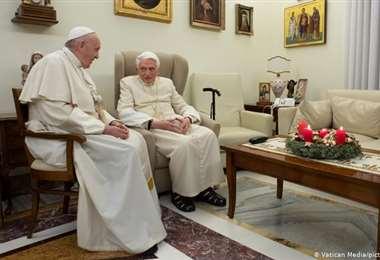 El papa Francisco junto al papa emérito Benedicto