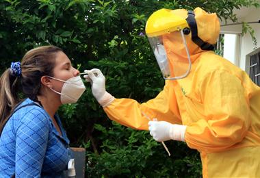 Las pruebas de antígeno nasal son gratuitas en todo el país. Fotos. Fuad Landívar