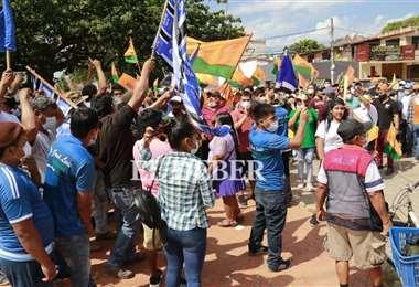 Las protestas se aglomeran ante el TED. Fotos. JC. Torrejón