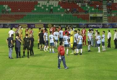 Los jugadores de Blooming y Guabirá decidieron no jugar. Foto: JC Torrejón