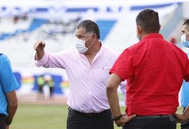 Marcelo Soruco, vicepresidente de San José, increpó a sus jugadores. Foto:APG