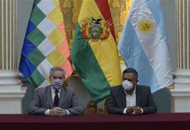 Los cancilleres de Bolivia, Rogelio Mayta, y Argentina, Felipe Solá
