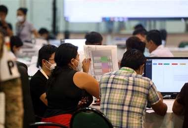 El avance del conteo de votos es lento. Foto: Jorge Ibáñez