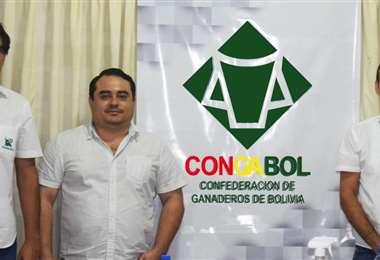 El nuevo directorio de Congabol, presidido por Alejandro Díaz (centro)