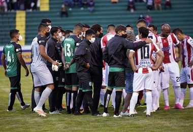 Los jugadores de Independiente y Oriente decidieron no jugar. Foto: APG Noticias