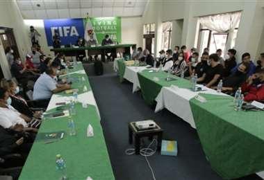 La reunión se llevó a cabo en instalaciones de la FBF en Cochabamba. Foto: APG Noticias