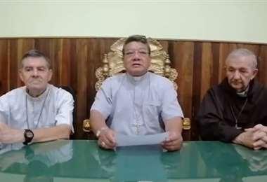 Los obispos Aurelio Pesoa Ribera, Julio María Elías Montoya y Roberto Bordi
