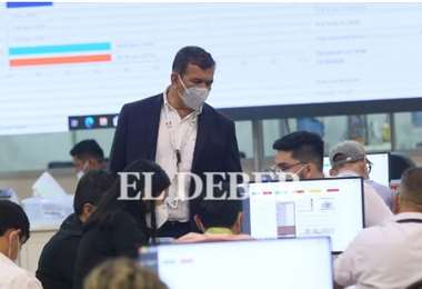 Con el cierre de municipios, se agiliza el trabajo en la mesas de cómputo. Foto: J.Ibáñez