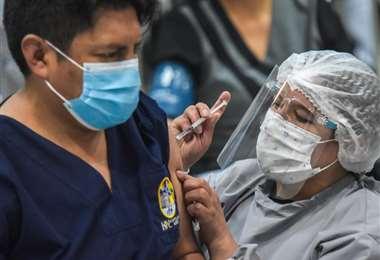 Tras casi dos semanas, Bolivia registra nuenamente más de 1.000 casis. Foto APG