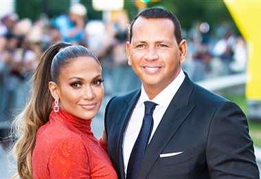 La diva del Bronx y el beibolista dicen que siguen juntos como pareja