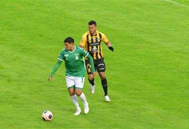 The Strongest y Oriente juegan en el Hernando Siles. Foto: APG