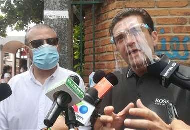 Añez, junto a presidente cívico, Rómulo Calvo/Foto: Juan Delgadillo